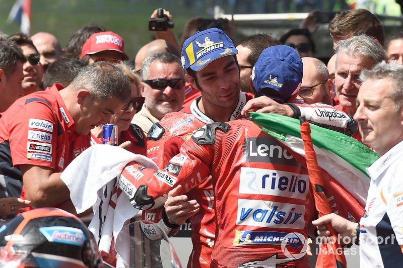 El ganador, Danilo Petrucci, Ducati Team, y Andrea Dovizioso, Ducati Team