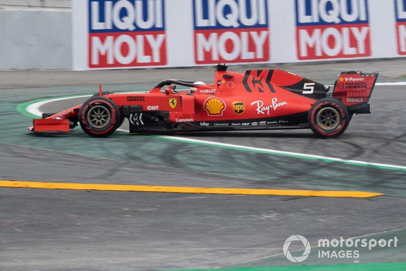 Sebastian Vettel, Ferrari SF90, has a spin