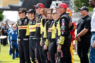 Sebastien Bourdais, Dale Coyne Racing with Vasser-Sullivan Honda, crew