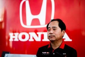 Toyoharu Tanabe, directeur technique F1 de Honda, parle aux médias