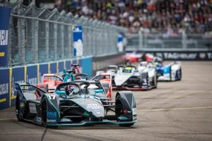Gary Paffett, HWA Racelab, VFE-05, Pascal Wehrlein, Mahindra Racing, M5 Electro