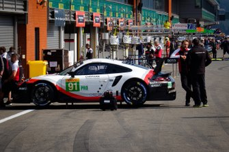 #91 Porsche GT Team, Porsche 911 RSR in the pitlane