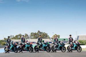 Gruppenfoto: Alle Piloten und Bikes von Petronas für die MotoGP-, Moto2- und Moto3-Saison 2019