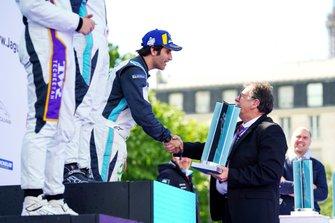 Sérgio Jimenez, Jaguar Brazil Racing, 3rd position, receives his trophy on the podium