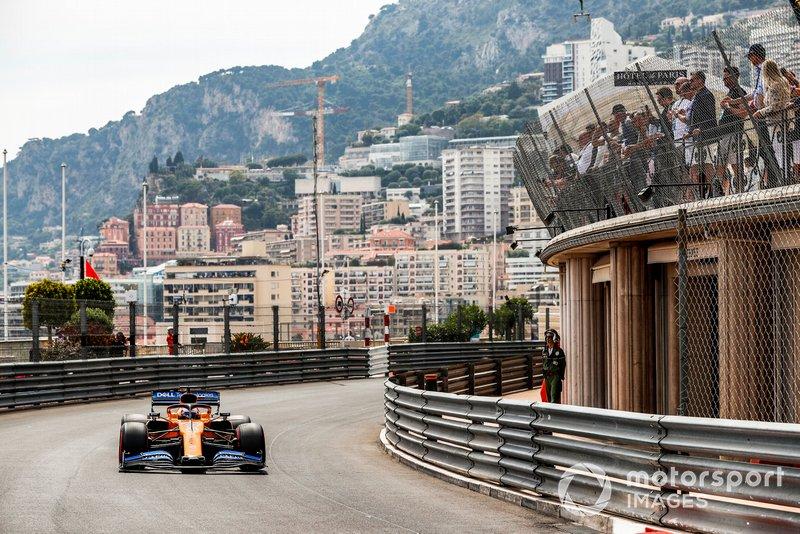 9: Carlos Sainz Jr., McLaren MCL34, 1'11.417