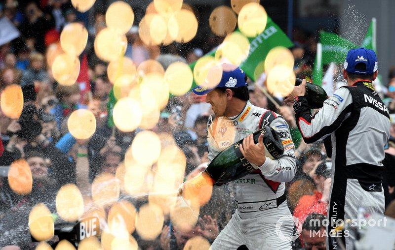 Lucas Di Grassi, Audi Sport ABT Schaeffler, vainqueur, avec Sébastien Buemi, Nissan e.Dams, deuxième, sur le podium