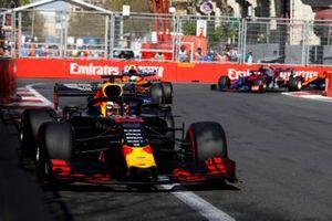 Max Verstappen, Red Bull Racing RB15, en Lando Norris, McLaren MCL34