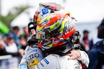 Robin Frijns, Envision Virgin Racing, Audi e-tron FE05, celebra con Daniel Abt, Audi Sport ABT Schaeffler, Audi e-tron FE05