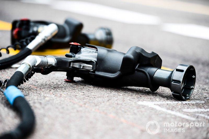 Tyre Guns in the pit lane