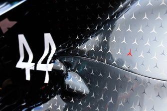 Red Star on Mercedes AMG F1 W10 in tribute of Niki Lauda