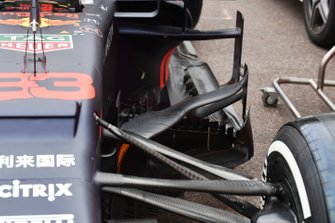Red Bull Racing RB15 bargeboard, floor and front suspension