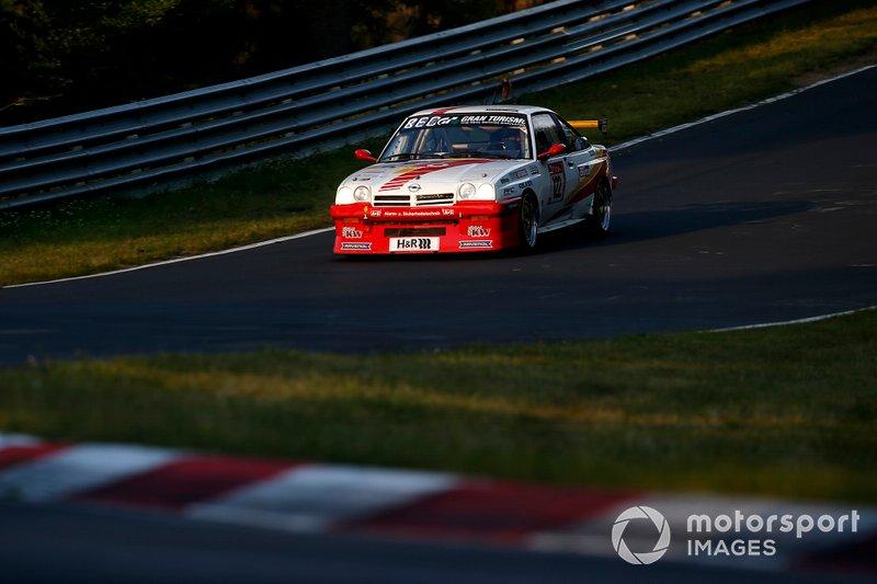 #122 Opel Manta: Olaf Beckmann, Peter Hass, Volker Strycek, Jürgen Schulten