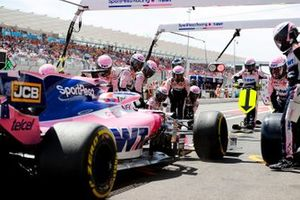 Sergio Perez, Racing Point RP19 pit stop