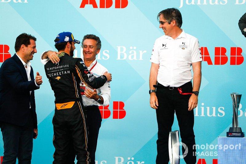 Alejandro Agag, CEO, Formula E congratulates race winner Jean-Eric Vergne, DS TECHEETAH on the podium