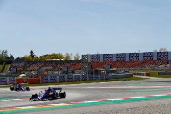 Daniil Kvyat, Toro Rosso STR14, devant Alexander Albon, Toro Rosso STR14