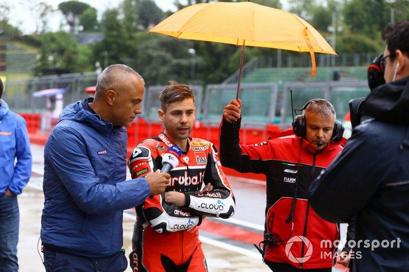 Alvaro Bautista, Aruba.it Racing-Ducati Team, lascia il briefing dei piloti
