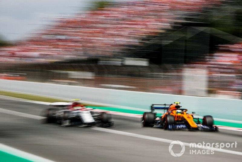 Lando Norris, McLaren MCL34, Antonio Giovinazzi, Alfa Romeo Racing C38