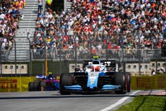 Robert Kubica, Williams FW42, leads Alexander Albon, Toro Rosso STR14