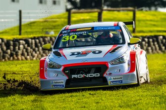 Will Brown, HMO Customer Racing Hyundai i30 N TCR runs wide