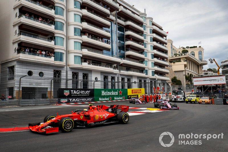 Charles Leclerc, Ferrari SF90, Lance Stroll, Racing Point RP19 y Sergio Pérez, Racing Point RP19