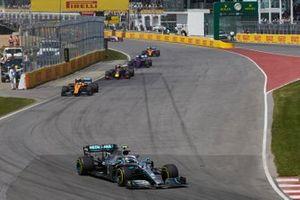 Valtteri Bottas, Mercedes AMG W10, devant Lando Norris, McLaren MCL34, et Max Verstappen, Red Bull Racing RB15