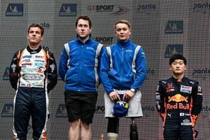 Podio: Ganador de la carrera Billy Monger, Carlin,