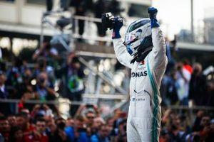 Yarış galibi Valtteri Bottas, Mercedes AMG F1, Parc Ferme