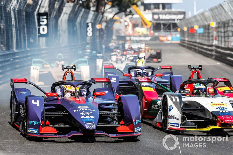 Robin Frijns, Envision Virgin Racing, Audi e-tron FE05 battles with Lucas Di Grassi, Audi Sport ABT Schaeffler, Audi e-tron FE05 at the start