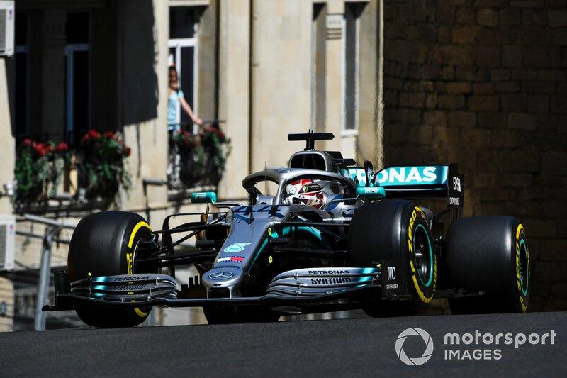 2: Lewis Hamilton, Mercedes AMG F1 W10, 1'40.554