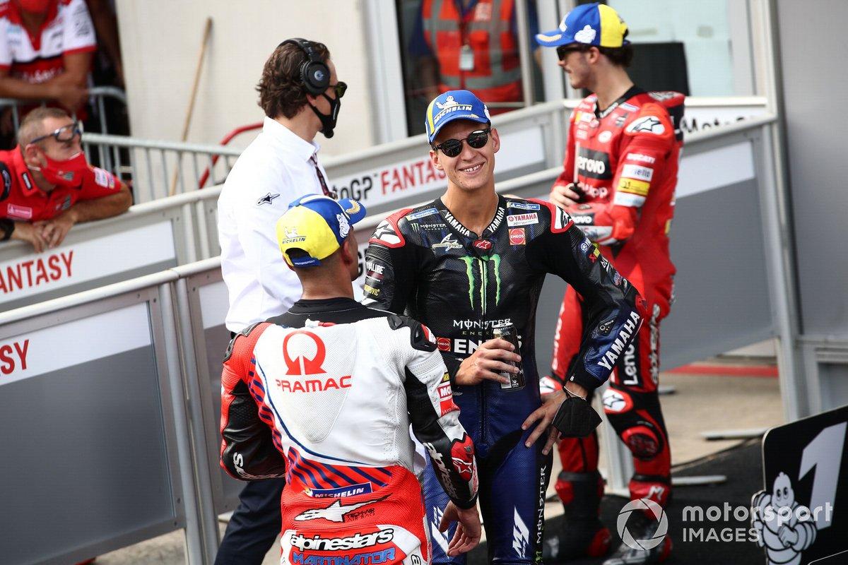 Ganador de la pole Jorge Martín, Pramac Racing, segundo puesto Fabio Quartararo, Yamaha Factory Racing