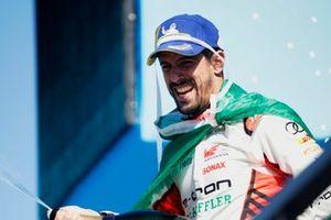 Le vainqueur Lucas Di Grassi, Audi Sport ABT Schaeffler, sur le podium