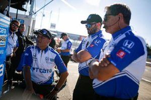 Alex Palou, Chip Ganassi Racing Honda crew members