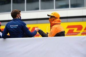 George Russell, Williams, et Daniel Ricciardo, McLaren, pendant la parade des pilotes