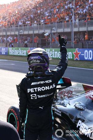 Lewis Hamilton, Mercedes, 2nd position, waves from Parc Ferme