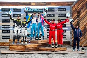 Mikaela Ahlin-Kottulinsky, Kevin Hansen, JBXE Extreme-E Team, 2nd position, Catie Munnings, Timmy Hansen, Andretti United Extreme E, 1st position, Laia Sanz, Carlos Sainz, Sainz XE Team, 3rd position, and Roger Griffiths, Team Principal, Andretti United Extreme E, on the podium