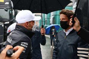 Valtteri Bottas, Mercedes, talks with Romain Grosjean