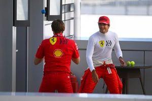 Carlos Sainz Jr., Ferrari, with his personal trainer