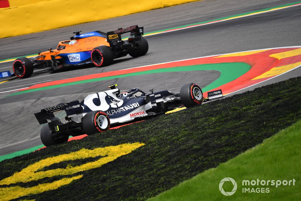 Daniel Ricciardo, McLaren MCL35M, Pierre Gasly, AlphaTauri AT02