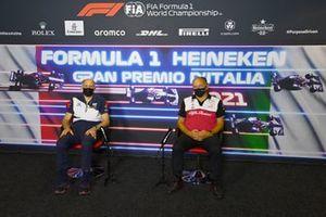 Franz Tost, Team Principal, AlphaTauri, et Frederic Vasseur, Team Principal, Alfa Romeo Racing