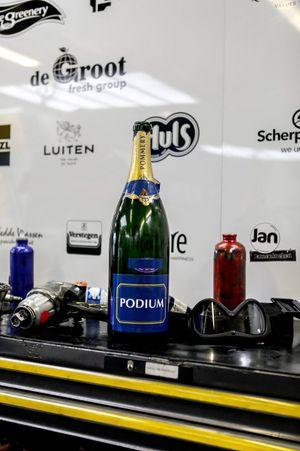Botella de champán del #29 Racing Team Nederland Oreca 07 - Gibson LMP2, Frits Van Eerd, Giedo Van Der Garde, Job Van Uitert