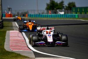 Никита Мазепин, Haas VF-21, Даниэль Риккардо, McLaren MCL35M