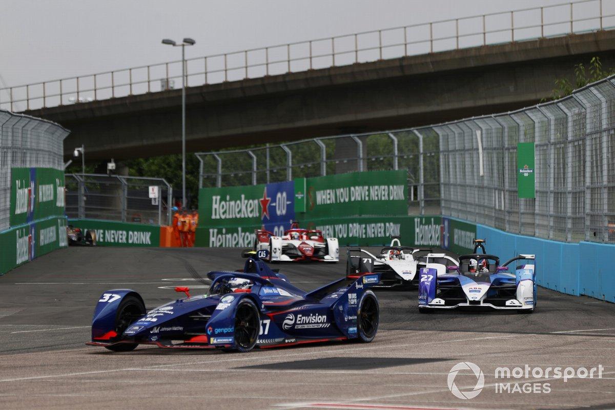 Nick Cassidy, Envision Virgin Racing, Audi e-tron FE07, Jake Dennis, BMW i Andretti Motorsport, BMW iFE.21