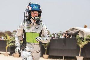 Jamie Chadwick, Veloce Racing, prepares to take the wheel