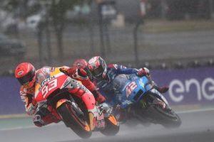 Sturz: Alex Rins, Team Suzuki MotoGP, hinter Marc Marquez, Repsol Honda Team