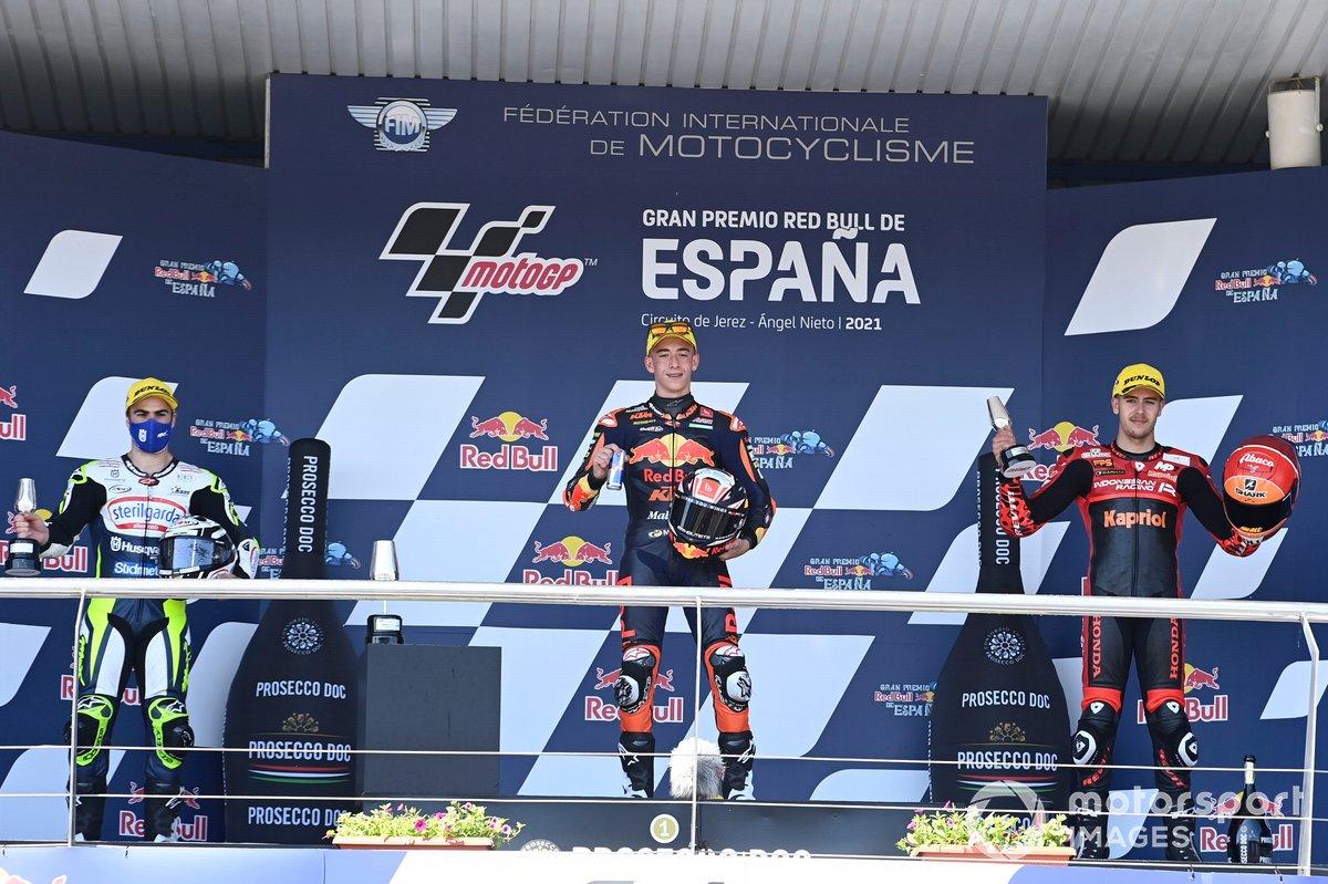 Pedro Acosta, Red Bull KTM Ajo, Romano Fenati, Max Racing Team, Jeremy Alcoba, Team Gresini Moto3, en el podio