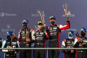 Yarış galibi #8 Toyota Gazoo Racing Toyota GR010 - Hybrid: Sébastien Buemi, Kazuki Nakajima, Brendon Hartley