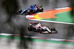 Kimi Raikkonen, Alfa Romeo Racing C41, Fernando Alonso, Alpine A521