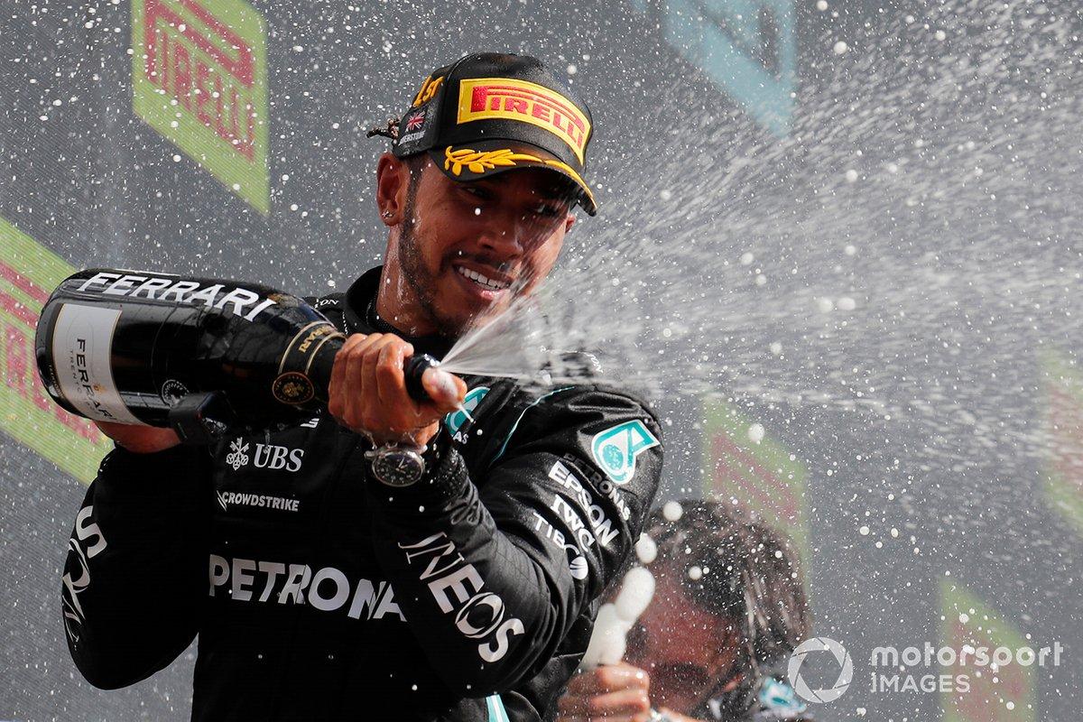 Il vincitore della gara Lewis Hamilton, Mercedes