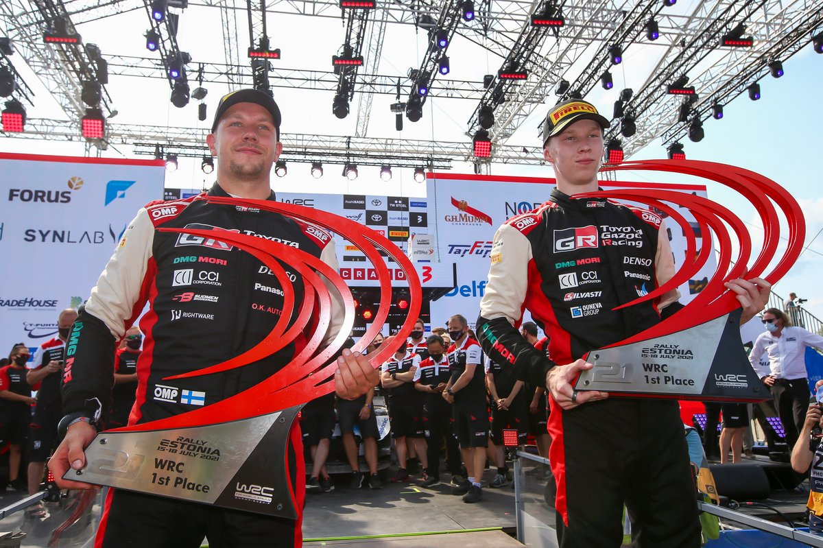 Podio: ganador Kalle Rovanperä, Jonne Halttunen, Toyota Gazoo Racing WRT Toyota Yaris WRC