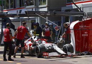 Antonio Giovinazzi, Alfa Romeo Racing C41, in the pit lane
